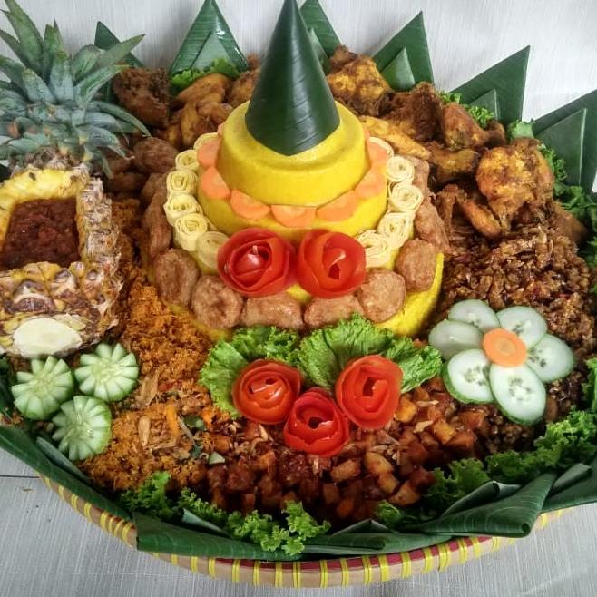 Tumpeng nasi kuning lezat khas nusantara
