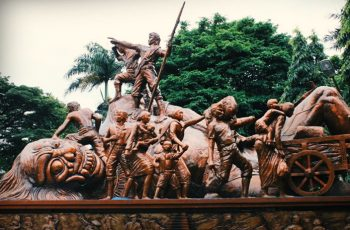 Melihat Sejarah Monumen Juang 45 Bersama Travel Malang Surabaya